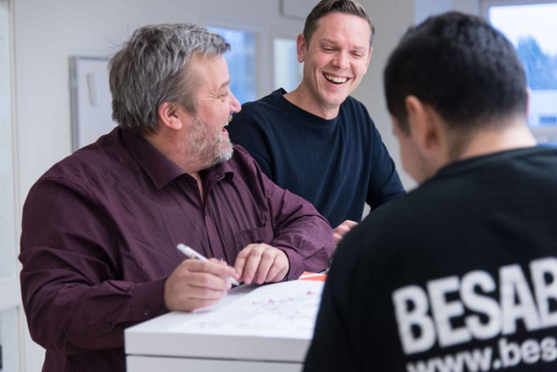 Skrattande personal hos BESAB