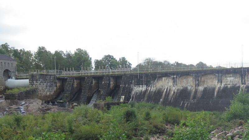 Laga och stärka mur - vattenverk - BESAB