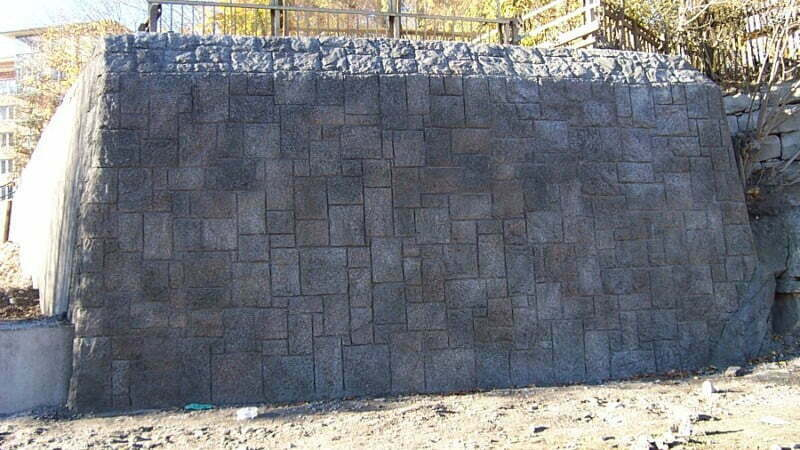 mur i betong, ser ut som berg - BESAB